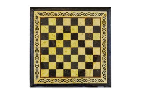 Шахматная коробка большая (дуб) с раздвижными ящиками 50*50